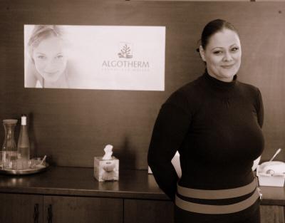 Hirmann Anita, kozmetikus, mesterkozmetikus, kozmetikus képzés, kozmetikus oktatás